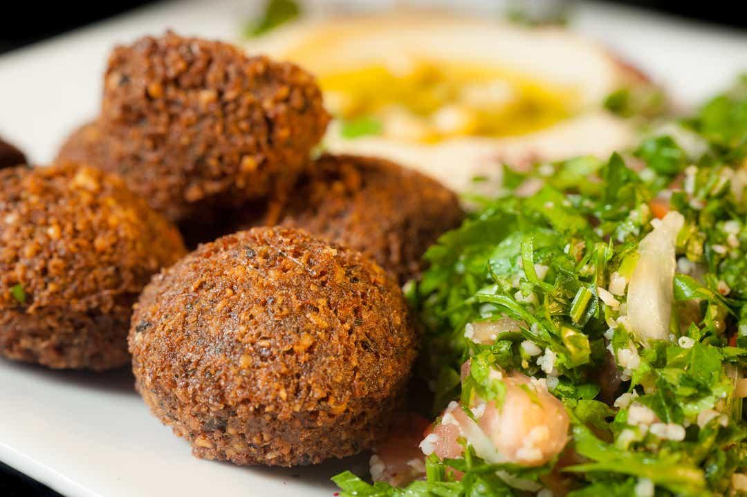 Pasha propose une cuisine libanaise à côté de Smokers 'Lounge Cloud9 By Pasha 4