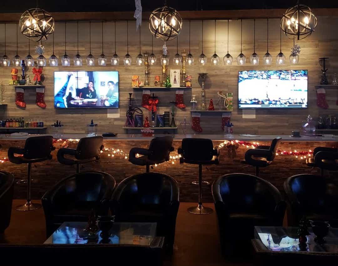 Pasha propose une cuisine libanaise à côté de Smokers 'Lounge Cloud9 By Pasha 1
