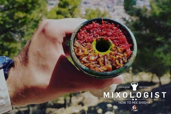 Main tient un bol de shisha rempli de shisha-shisha - mélange de saveurs de shisha-shisha, tabac blond