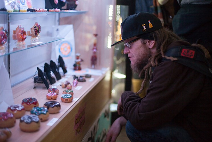 Spectra Art Space a adopté la culture du cannabis comme peu de galeries d'art de Denver l'ont fait.